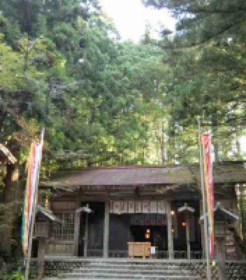 火防(ひぶせ)の神が鎮座する「秋葉山本宮秋葉神社」
