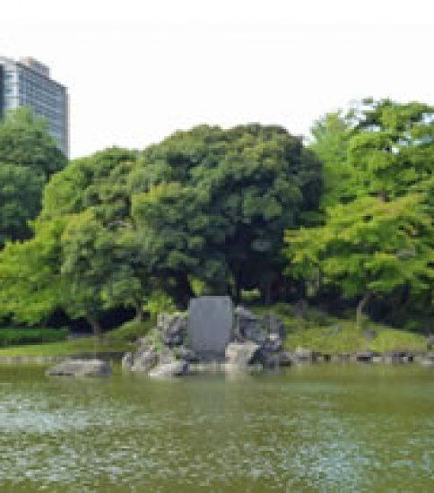 """小石川後楽園で""""滝浴び""""しましょう"""