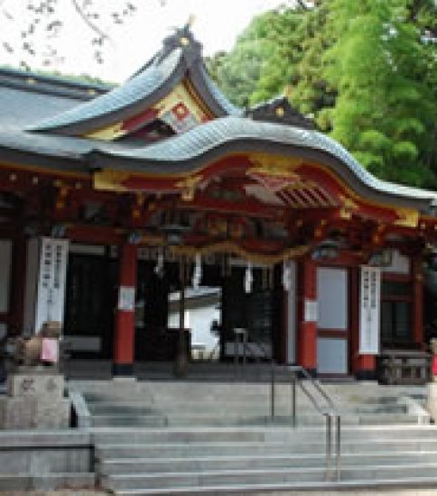 ご神体の大霊岩が女性の味方「越木岩神社」