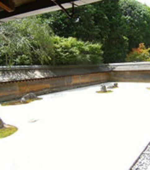 石庭の隙間が醸すもの 「龍安寺」