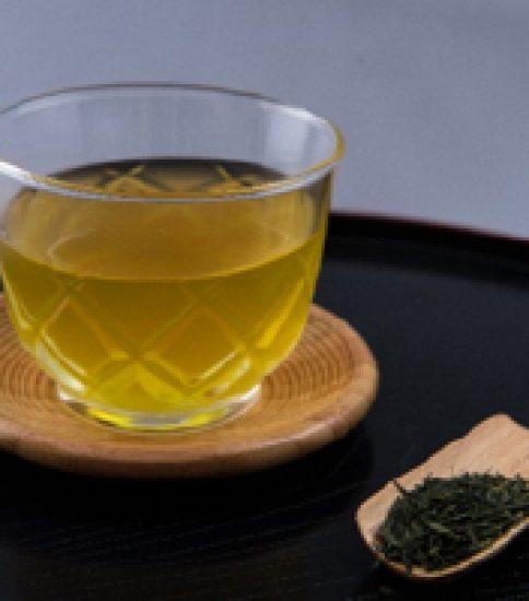 お茶の水色と香り