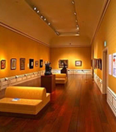 ポール・デルヴォーが手掛けたペリエ邸扉絵が一堂に~ヤマザキマザック美術館「ポール・デルヴォーとベルギー近代絵画」展