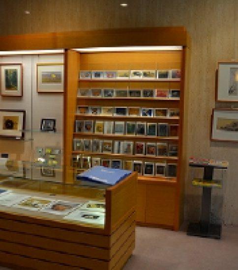 開館20周年記念展を開催中の「駒形十吉記念美術館」